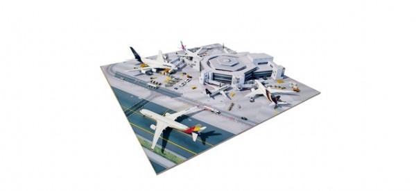 Frankfurt Airport Terminal 1 Hexagon – Kartonbausatz inklusive Bodenplatte