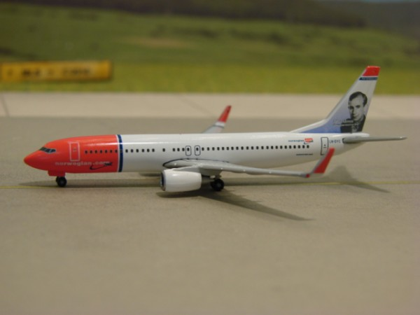 Boeing 737-800WL Norwegian Air Shuttle