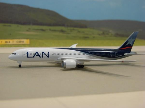 Boeing 787-9 LAN Airlines