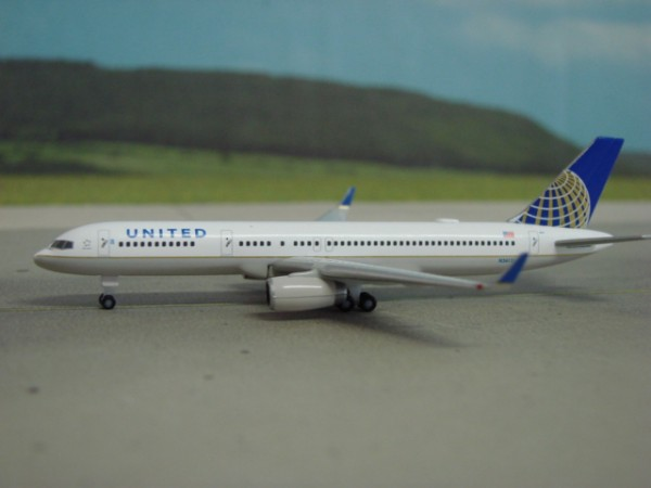 Boeing 757-200WL United Airlines