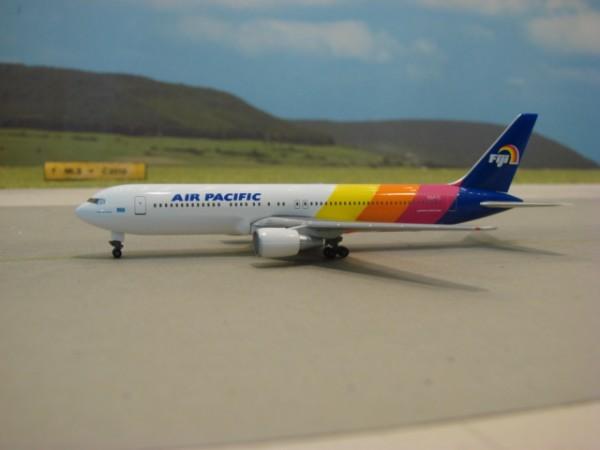Boeing 767-300 Air Pacific