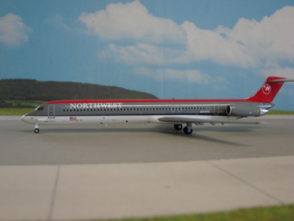 McDonnell-Douglas MD-82 Northwest Airlines