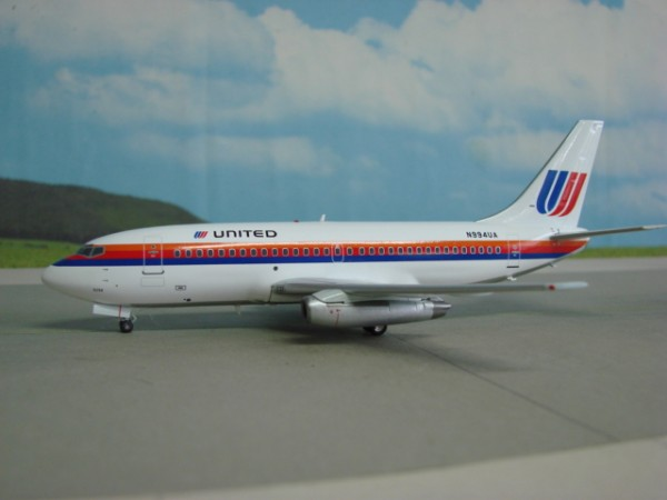 Boeing 737-200 United Airlines