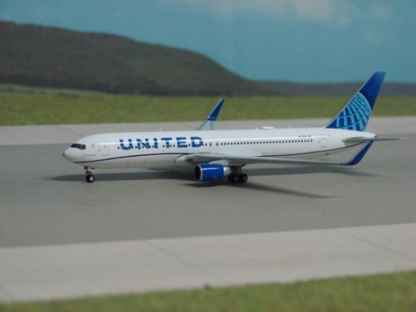 Boeing 767-300ER United Airlines