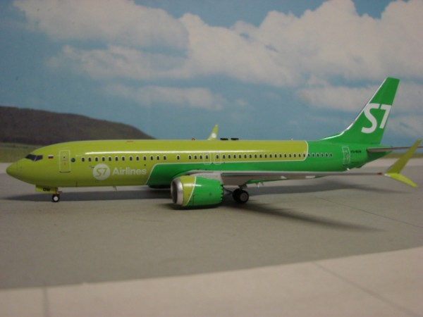 Boeing 737-8 MAX S7 Airlines